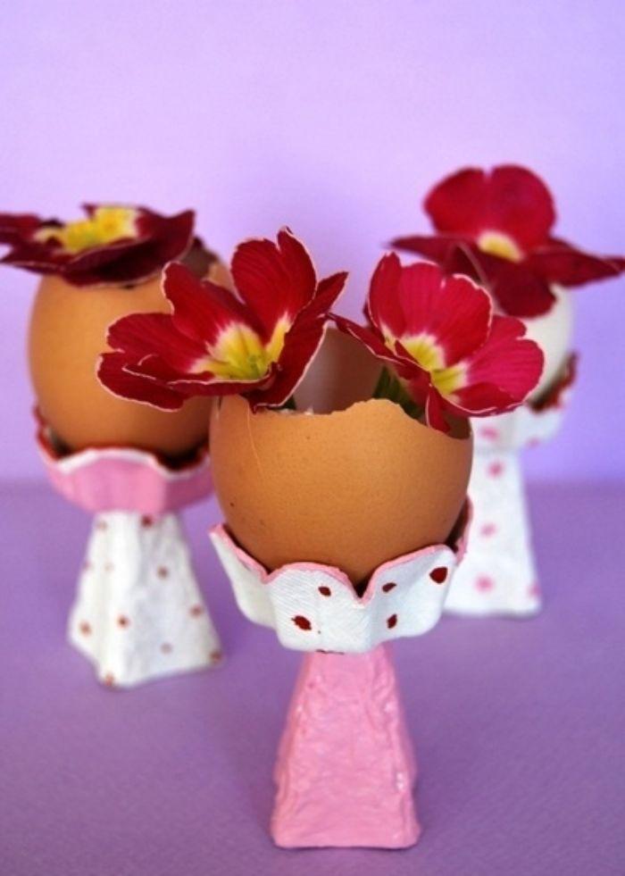 comment recycler carton d oeuf idee deco paques vase avec fleur à l intérieur couleur rouge activité pour paques