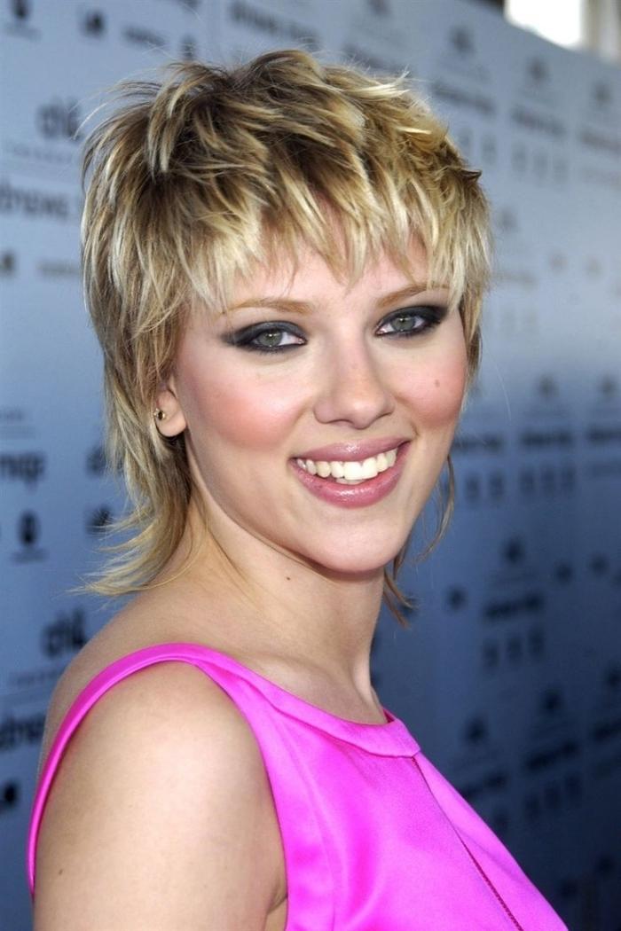 coupe mulet court celebrité coiffure cheveux courts femme pixie mulet scarlet johansson degrade