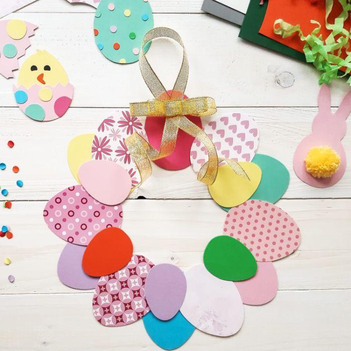 couronnde d oeuf papier cartonné scrapbook motifs variés activité paques maternelle ou adulte