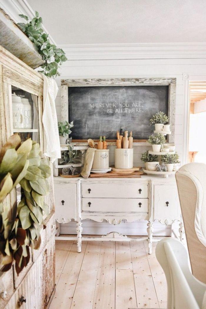 cuisine ancienne moderne meuble cuisine blanc patiné cadre bois tableau noir vaisselier vintage vaisselle retro chic