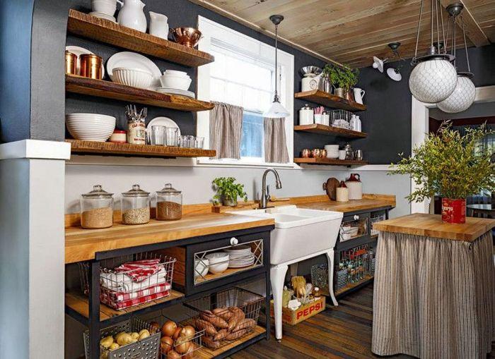 cuisine maison de campagne avec rangements bois et metal evier sur pieds étagères ouvertes de bois plafond bois