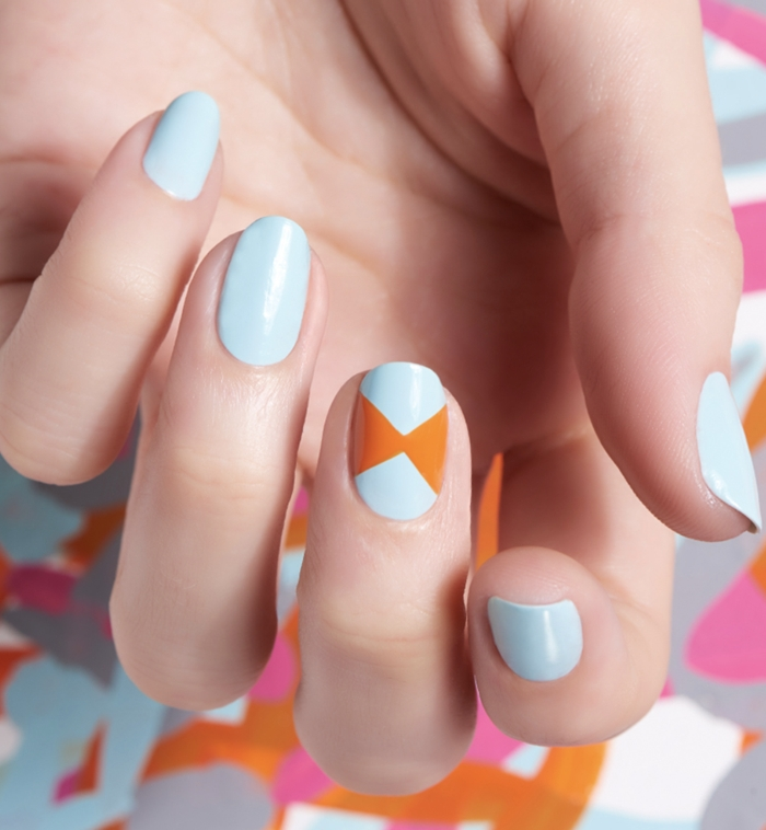 décoration ongles facile a faire maison tendance couleurs printemps vernis bleu nail art 2021
