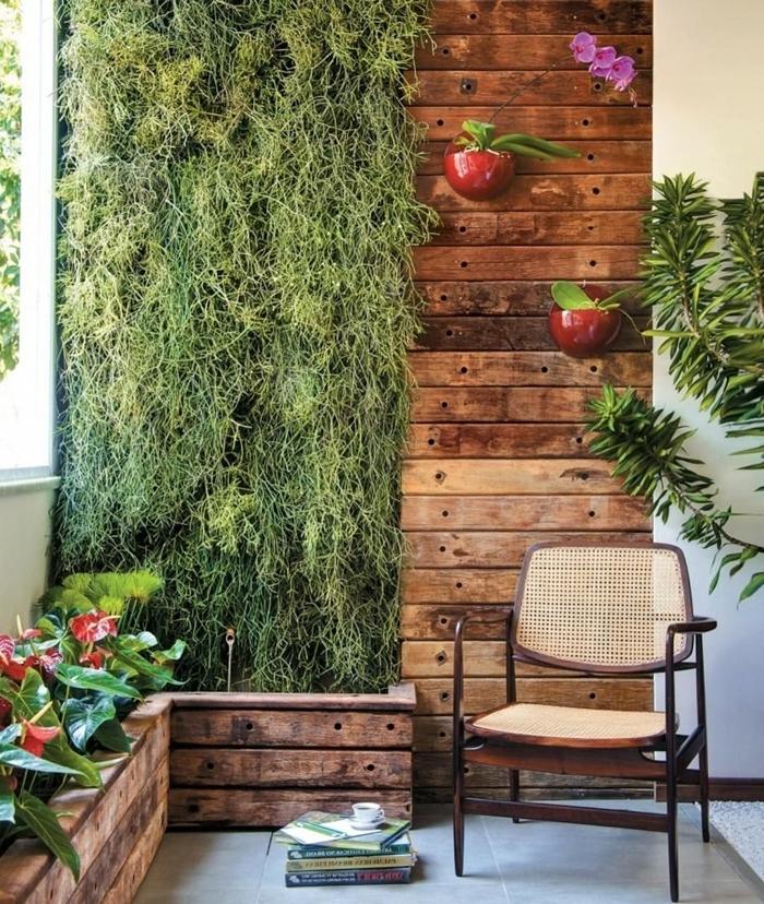 décoration panneaux mur bois plantes grimpantes eau chaise bois mur végétal extérieur sur grillage