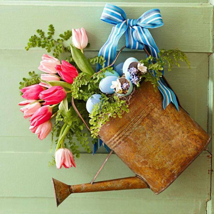 deco de paques a faire soi meme arrosooir vintage décoré de fleurs coquilles d oeufs ruban bricolage paques facile