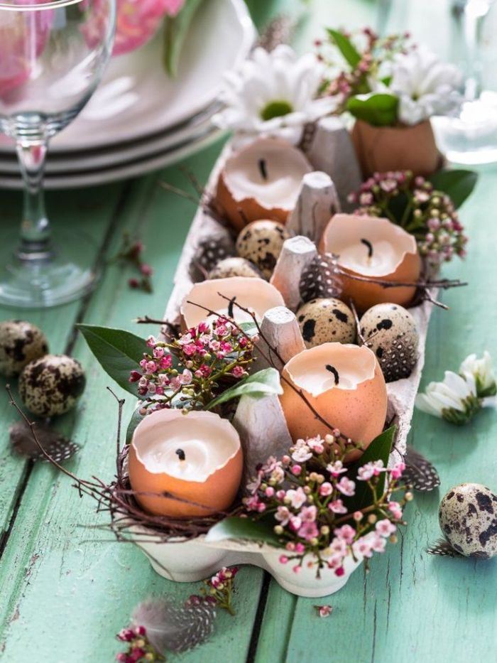 deco table paques idée de centre de table en boite à oeuf recyclée diy bougie et petit bouquet de fleur à l intérieur