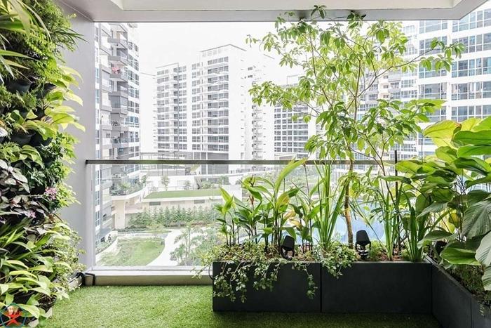 decoration extérieure aménagement balcon gason faux mur vegetal exterieur plantes vertes