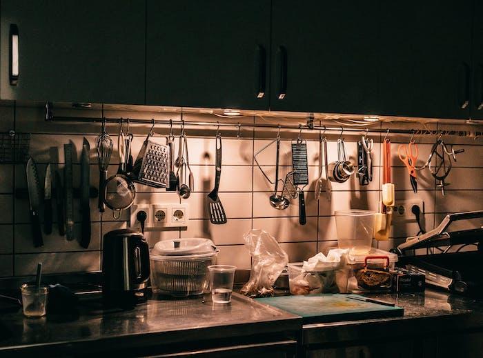 Top 10 des accessoires indispensables pour cuisiner à la maison