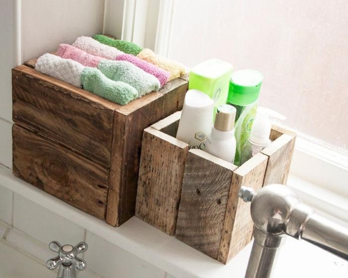 diy boite rangement salle de bain en planches de bois organisateur produits douche serviettes bain