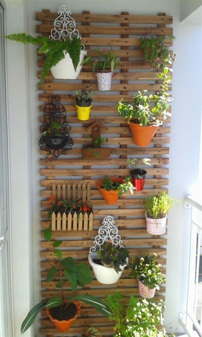 diy mur vegetal exterieur palette facile accrocher des plantes pots tailles fleurs herbes déco petit espace balcon