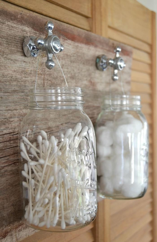 diy tableau mural avec crochets pots suspendus recyclage bocaux verre meuble rangement salle de bain