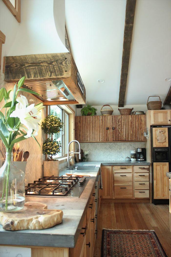 façade cuisne boisée dans cuisine campagne chic bois plan de travail inox deco et rangements style champetre