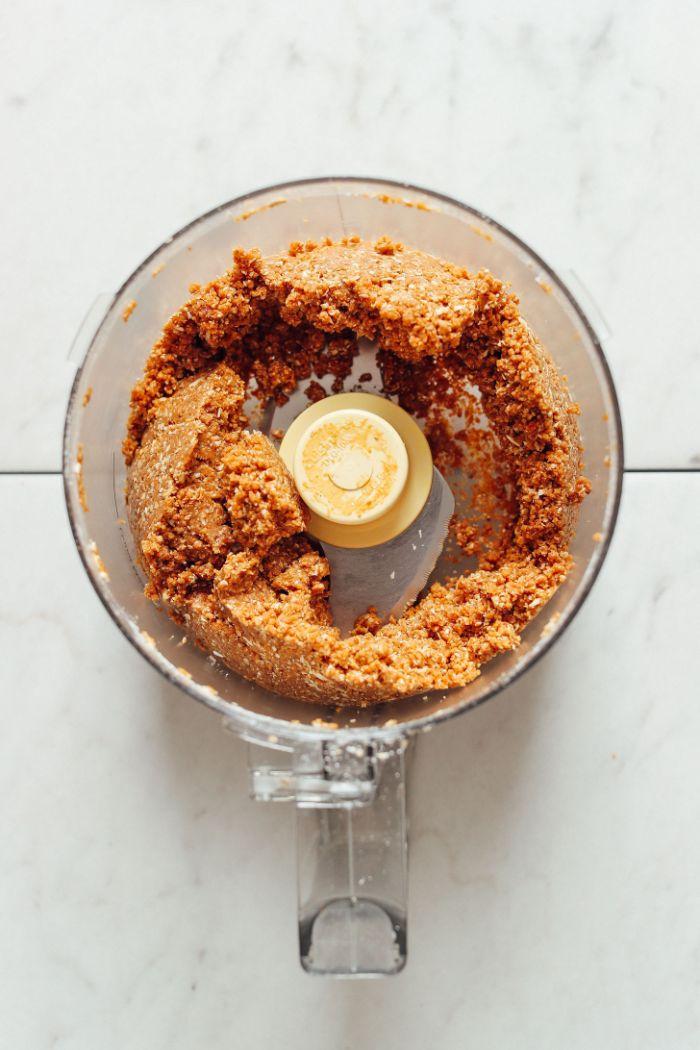 faire de cookies sans cuisson à base de beurre de cacahuète flocons d avoine dattes recette gouter facile