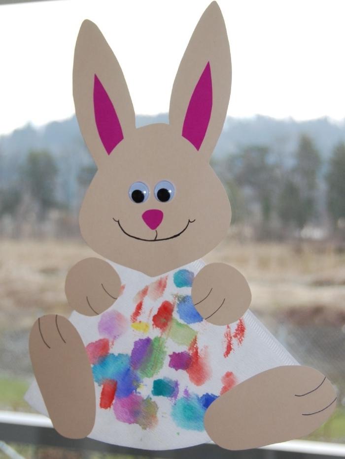 forme de lapin en papier cartonné découpe oreilles papier rose yeux mobile activité paques creche
