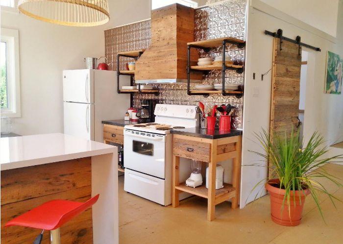idée cuisne ouverte de bois brut carrelage oriental original hotte de cuisine bois electromenager blanc ilot central cuisine
