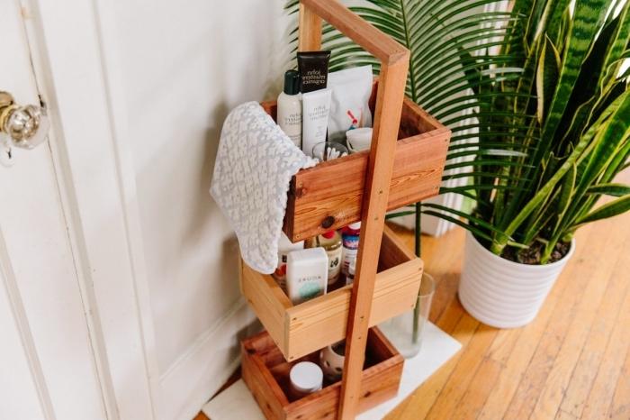 idée pour rangement salle de bain a faire soi même étagère sur étages planches bois produits beauté