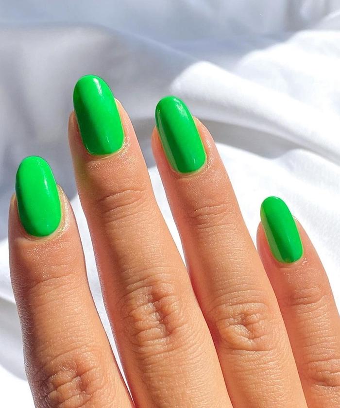 idee couleur ongle tendance vernis nuance vert ongles en gel facile uni couleur printemps