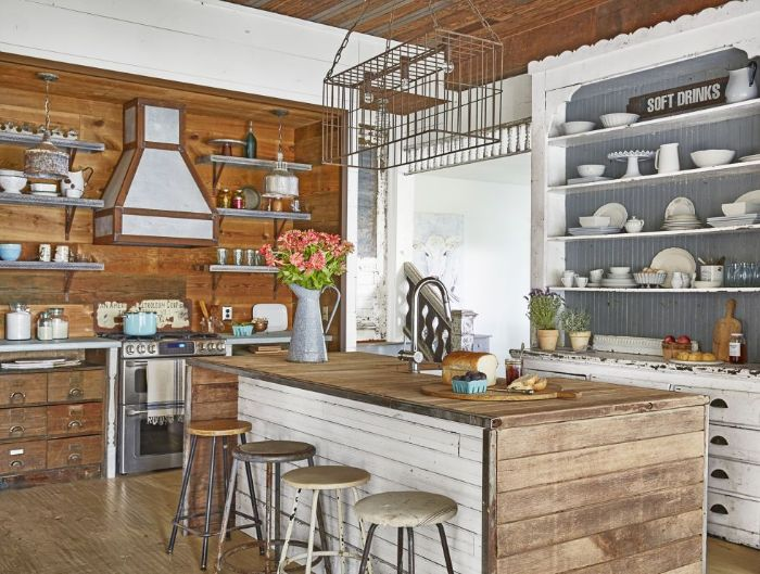 idee cuisine champetre avec mobilier plafond et murs de bois effet patiné meubles cintage étagères ouvertes vaisselier blanc patiné