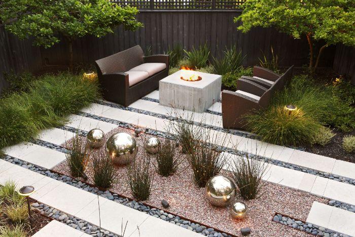 idee parterre de dalles et de galets plusieurs arbres et buissons exemple amenagement exterieur maison moderne