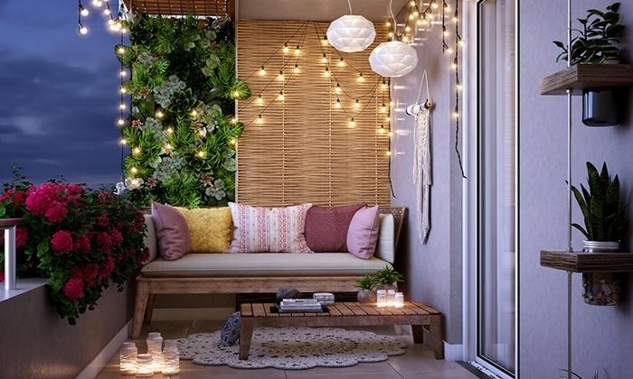 jardin vertical décoration balcon cocooning guirlande lumineuse banquette bois coussins décoratifs