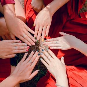 manucure ongles plusieurs couleurs vernis tendance 2021 manucure facile a faire vernis différents