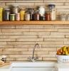 modele de crédence cuisine en pierre de parement avec relief meuble cuisine blanc étagère ouverte bois.jfif