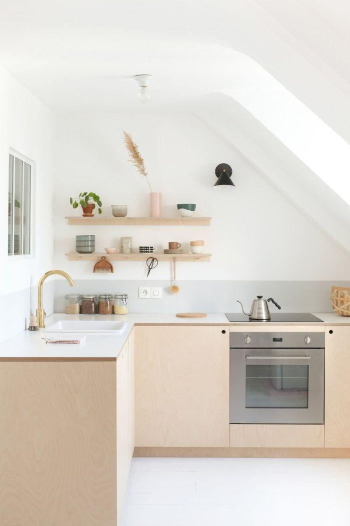 modele de petite cuisine en l avec meuble cuisine bois four inox plande travail blanc aménagement sous comble murs blancs