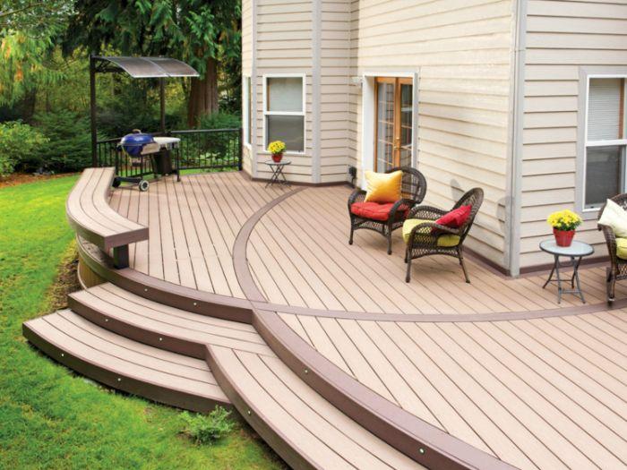 modele de terrasse bois devant maison avec des chaises tressées barbecue exterieur exemple decoration exterieure désencombrée