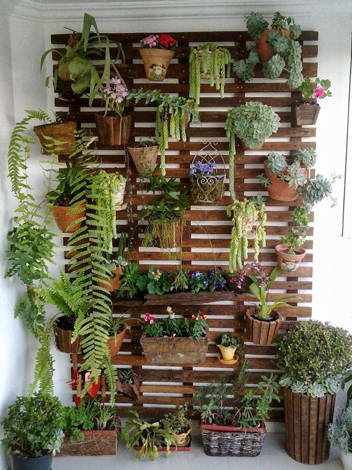 mur vegetal en palette construction facile pots fleurs terre cuite succulente déco petit balcon