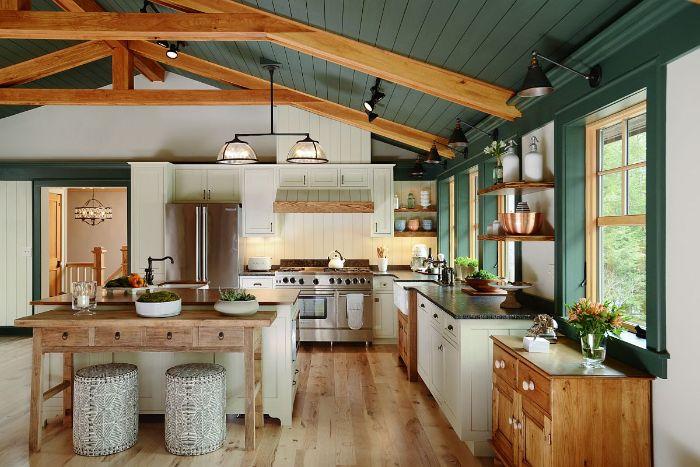 murs vert et blanc de cuisine style campagne avec meubles bas bois parquet bois clair plan de travail granite electromenager inox