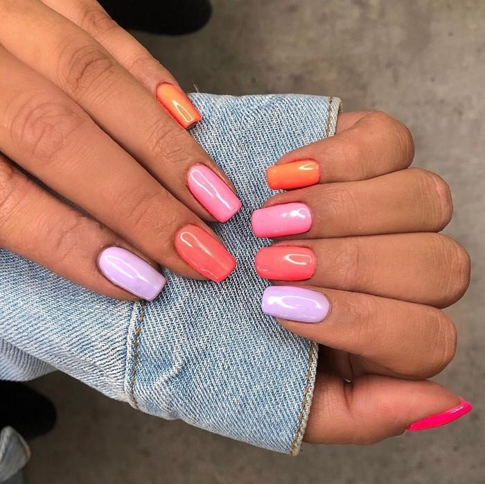 ongle multicolore idée comment vernir ses doigts de vernis différent nuances rose et violet ongles longs