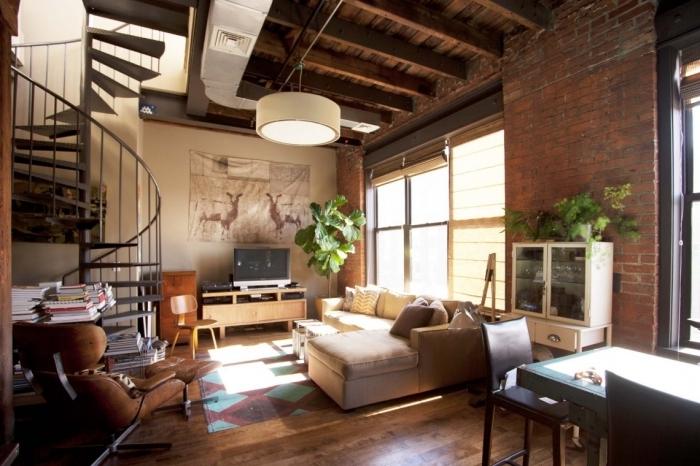 plafond bois poutres apparentes loft industriel revetement sol parquet bois massif escalier métal