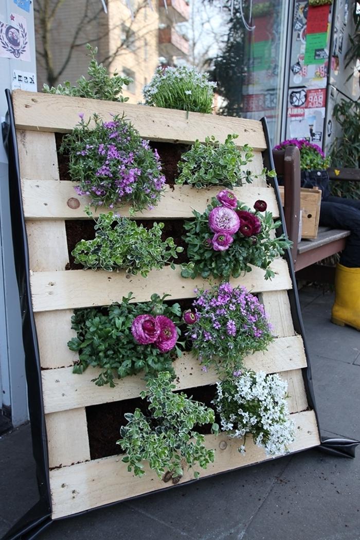 plantes pour mur végétal extérieur construction mur en palette pour plantes terreau textile jardinage