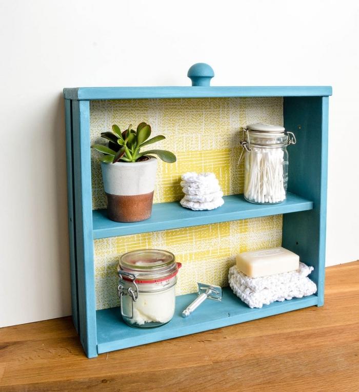 projet bricolage recup bois idée pour rangement salle de bain diy étagère peinture bois bleue