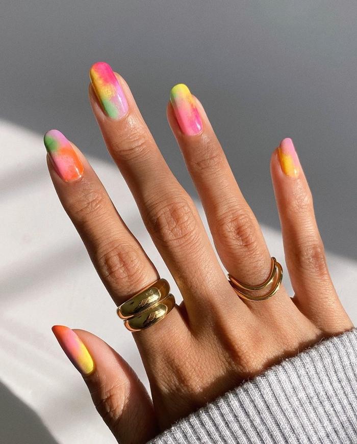 quelles couleurs pour ongles printemps 2021 manucure technique tie and dye facile a faire chez soi