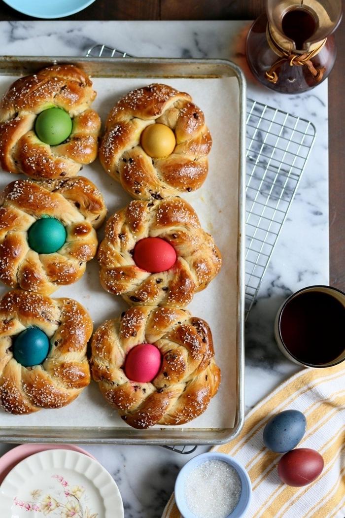 recette brioche au sucre préparation pâte sucrée comment décorer brioche avec oeuf coloré