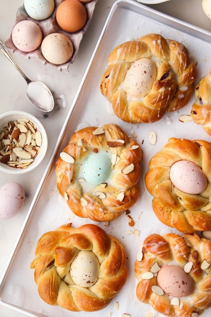recette mouna facile avec oeuf au centre amandes effilées oeufs colorés pâques recette sucrée