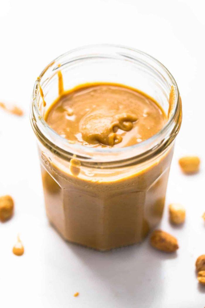 recette vegan pour votre menu cétogène commen faire du beurre de cacahuète maison dans robot de cuisine