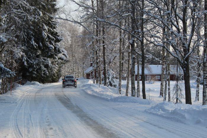 route dans la montagne pendant l hiver maison dans la foret voiture.jfif