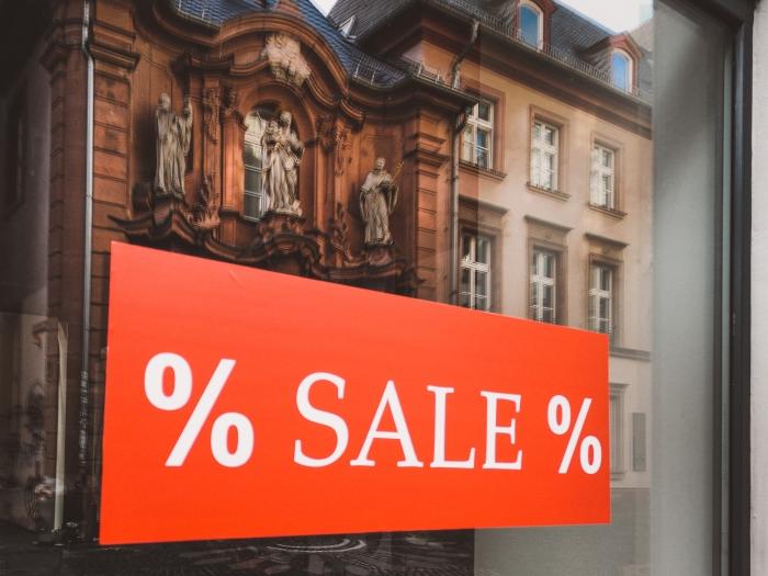 soldes hiver 2021 tendances consommation secteur mode vêtements articles restants