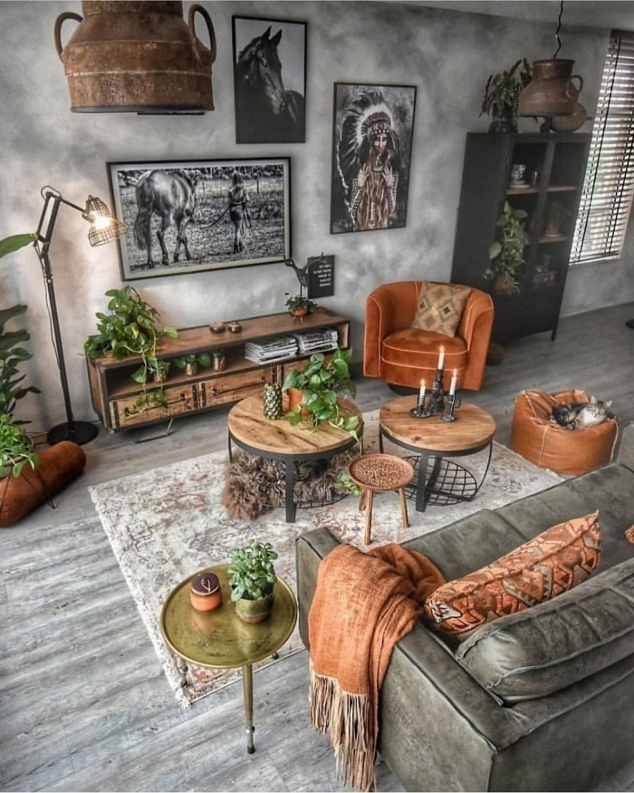 table basse bois et métal style industriel salon canapé gris cuir plaid franges photographie blanc et noir