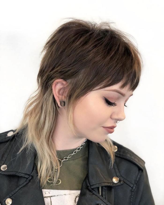 tendance coupe de cheveux femme coloration ombré naturel pointes éclaircies coupe degradé rétro