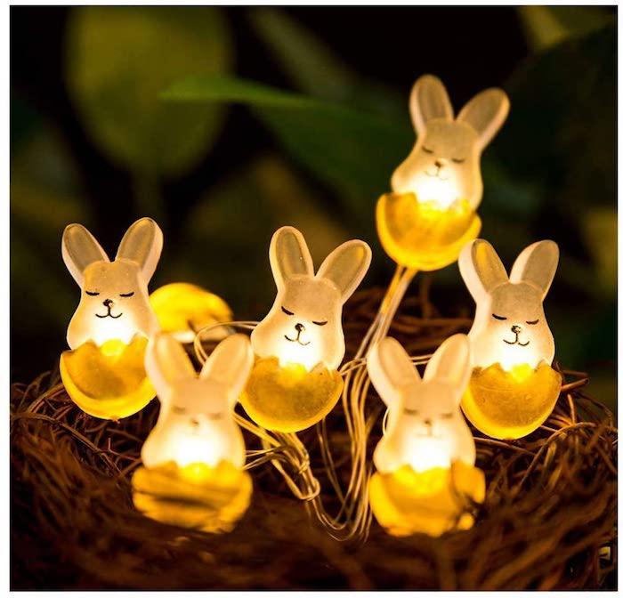 une idée de decoration paques enfant petites lampes en forme de lapin pour le jardin