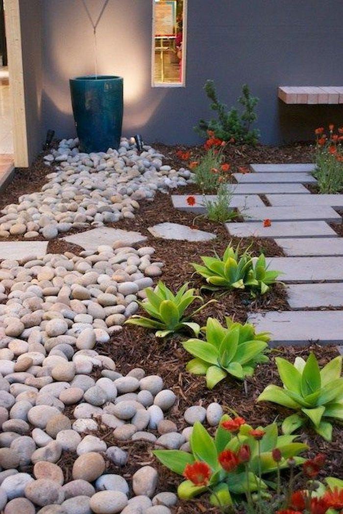 une idée sur que faire avec des pierres dans un jardin des succulents a coté d un chemin des galets