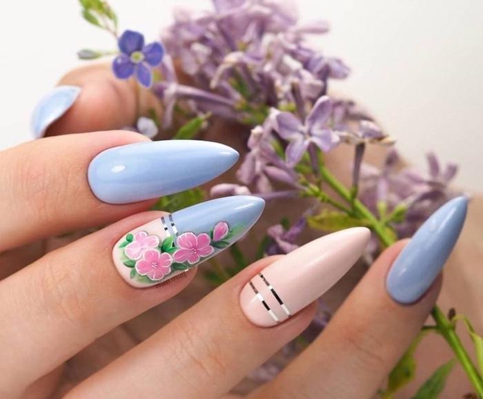 vernis couleur pastel couleur vernis nude bande argentée ongles en bleu pastel dessins floraux
