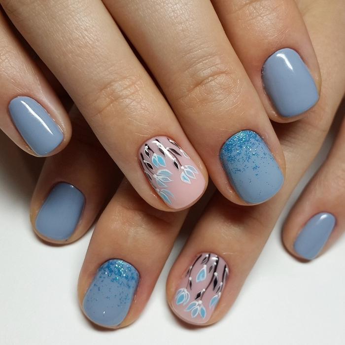 vernis de base nude dessin facile motifs floraux tulipes bleues ongle en gel printemps vernis nuances bleues