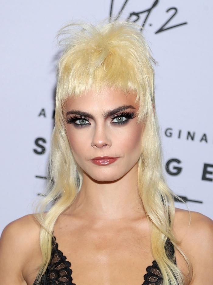 volume haut tête longueur arrière cheveux devant courts mascara yeux smoky coiffure a la mode