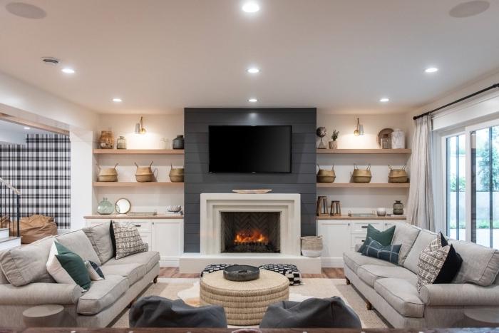 étagère murale rangement bibliothèque bois amenager salon tv cheminee table ronde basse canapé gris
