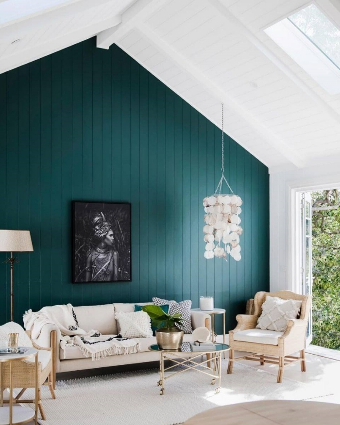 améangement chambre sous pente quel mur peindre en couleur tendance vert foncé canapé beige