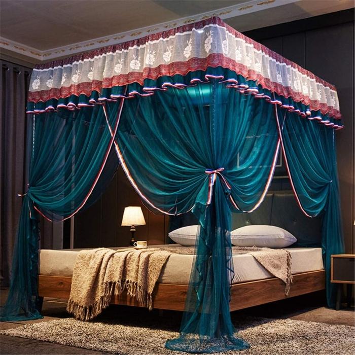 aménagement chambre a coucher adulte décoration lit baldaquin voilure couleur bleu foncé
