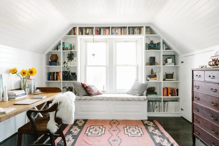 aménagement de combles coin de lecture fenetre coin de travail domicile bureau bois chaise